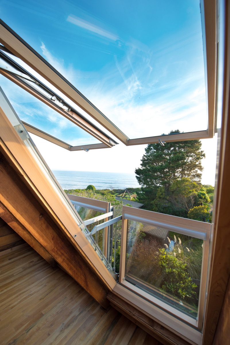 View of the Pacific Ocean from four exceptional windows