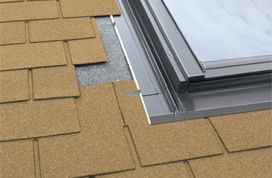 Flashings for thin, flat roof coverings