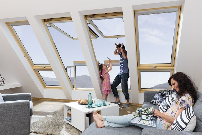 Innovative, large roof window in which the open sashes ...